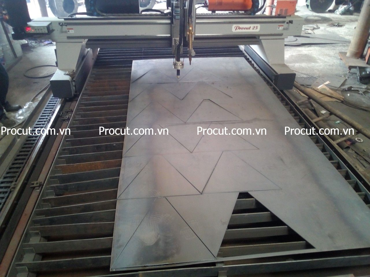 Thiết bị điều khiển này có thể được sử dụng với hầu hết bàn cắt 2 chiều